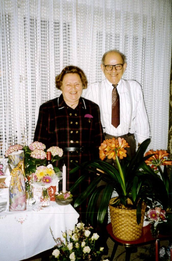 Maria Paulmaier mit ihrem Ehemann Karl an ihrem 70. Geburtstag, 1994.