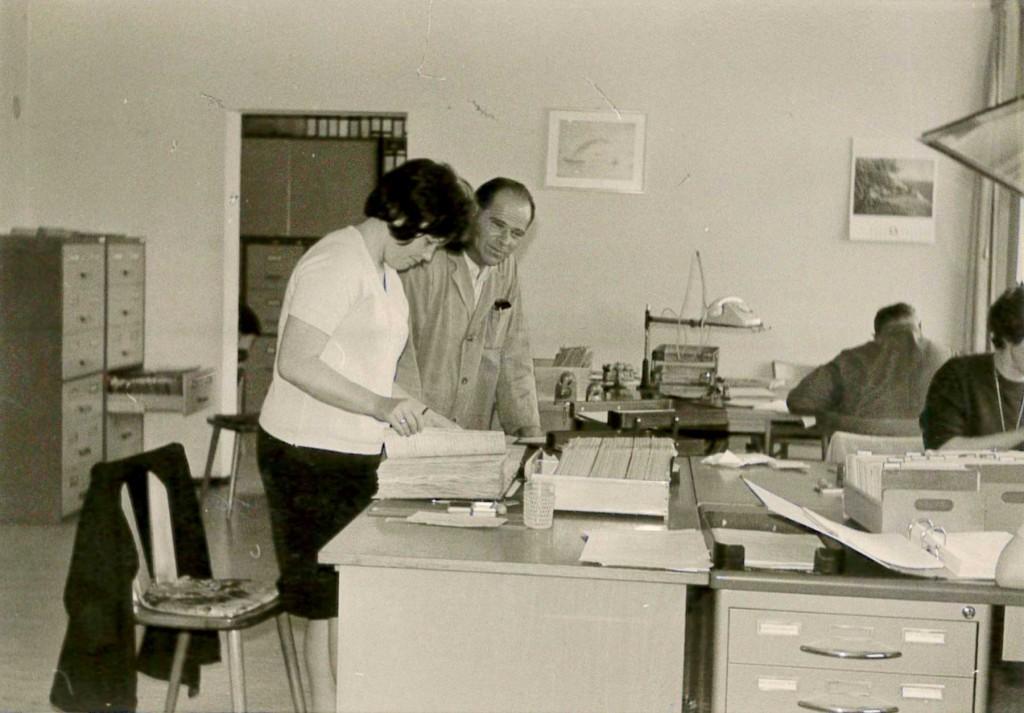 Paulmaier an seinem Arbeitsplatz in der Firma Weishaupt.